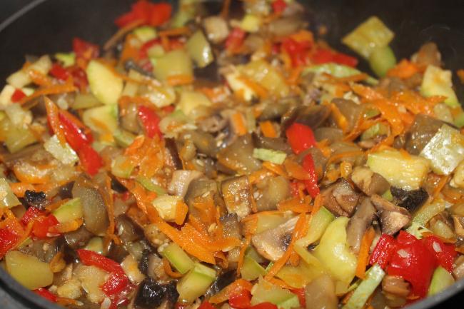 Κριθαράκι ολικής με λαχανικά_1 - plantbased.gr