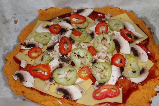 πίτσα με ζύμη γλυκοπατάτας 3 - plantbased.gr