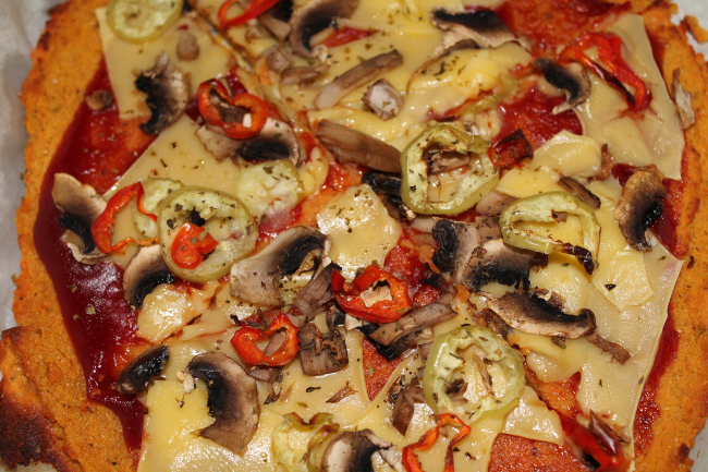 πίτσα με ζύμη γλυκοπατάτας 4 - plantbased.gr