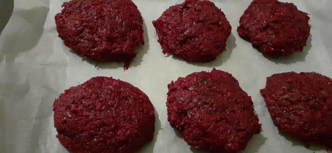 Vegan Burger με μπιφτέκι παντζαριού - πριν το ψήσιμο